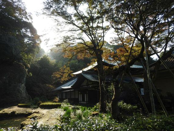 本堂、開山堂と庭園