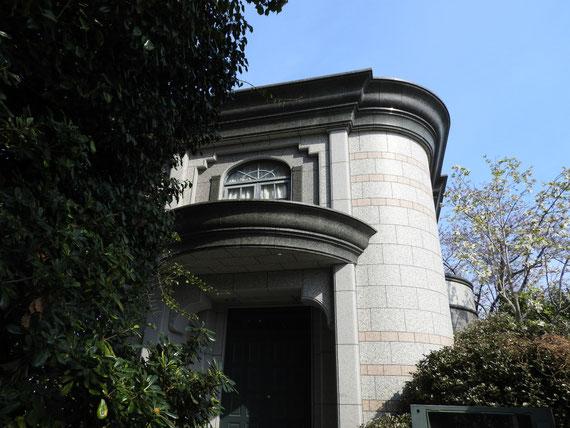 横浜外国人墓地資料館玄関部デザイン