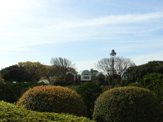 港の見える丘公園展望台より、大佛次郎記念館を望む