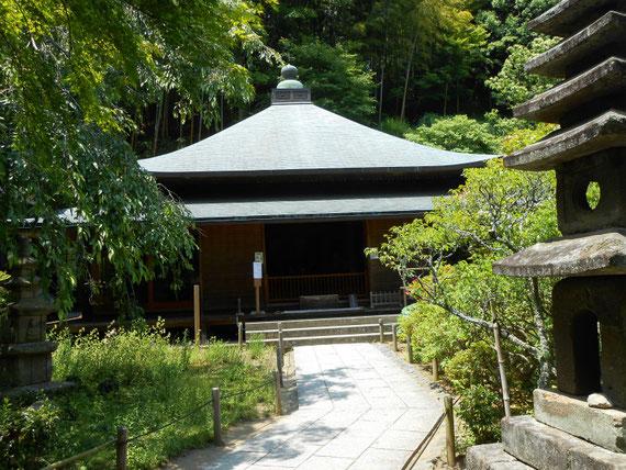 美しい宝形造の屋根の本堂「泰平殿」、日本の寺院建築はすごいです