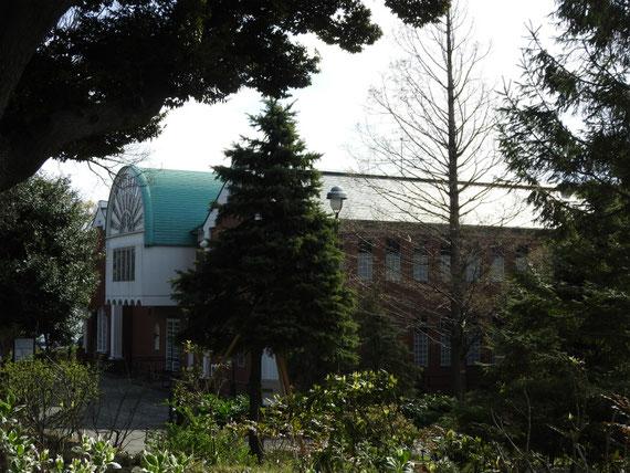 イギリス館から大佛次郎記念館を望む