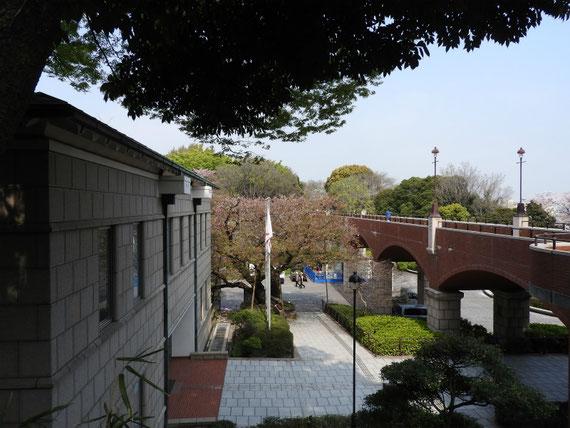 本館と霧笛橋