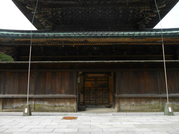 建長寺 仏殿裏門