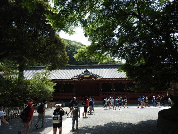 鶴岡八幡宮宝物殿と、小学生の課外授業風景