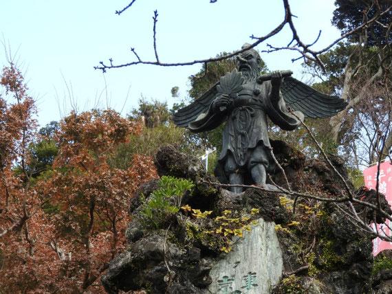 半僧坊頂上の大権現の天狗像