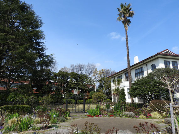 イギリス館裏側の庭園