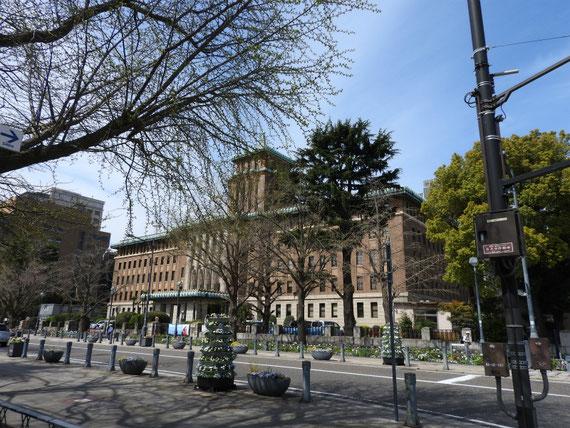 大通り交差点からみる、神奈川県庁本庁舎