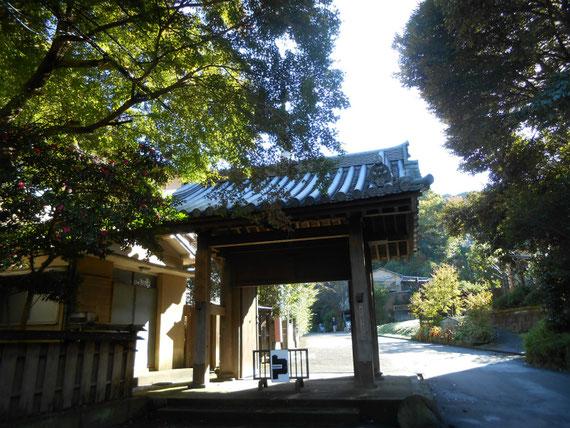 瑞泉寺入り口門