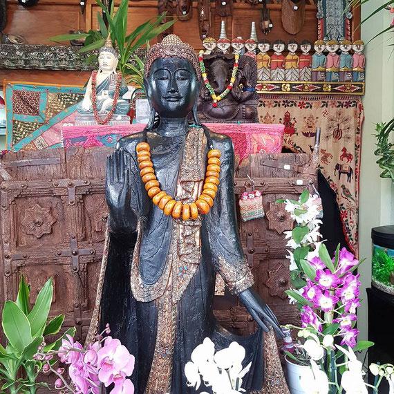 Buda  traído de Tailandia talla de madera PVP 1200€