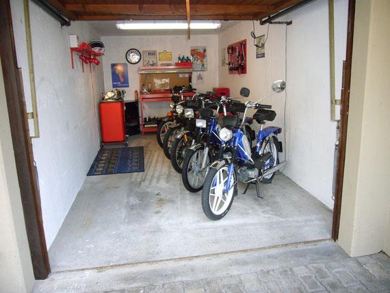 > Manias Moped Garage <