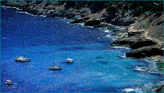 Cala Llamp - Porto de Andratx - Cala rochosa - Aguas cristalinas