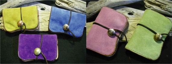 スエードとヌメ革の財布 各¥25000