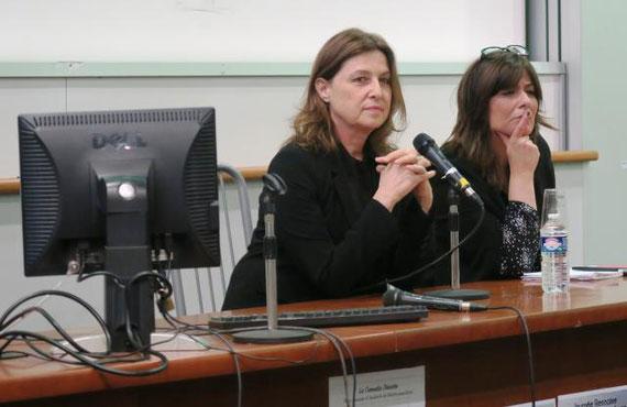 L'ambassadrice d'Israël, Aliza Bin-Noun, a patiemment attendu la fin de la protestation étudiante avant de continuer son discours. | (Photo : Ouest-France)