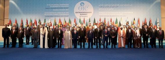 Des représentants musulmans au sommet de l'OCI à Istanbul. L'Arabie saoudite et plusieurs de ses alliés n'ont pas envoyé leurs chefs d'État (AA)