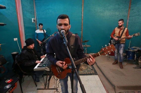 Typo en répétition dans une classe louée à l'école Sayed Darwich de Gaza (MEE/Mohammed Asad)