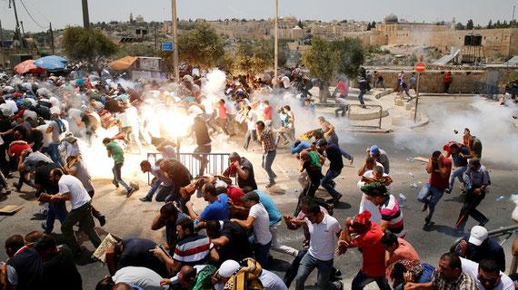 Six Palestiniens et trois Israéliens ont été tués et des centaines blessés vendredi et samedi à Jerusalem. REUTERS/AMMAR AWAD