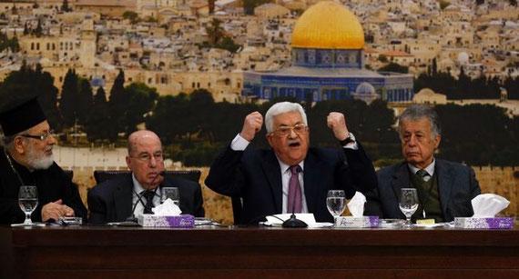 Le président palestinien Mahmoud Abbas s'exprime à l'ouverture d'une réunion du Conseil central, à Ramallah, le 14 janvier 2018 ABBAS MOMANI  /  AFP