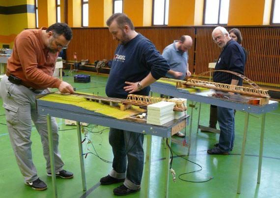 Arbeiten an Heidis Eisenbahnbrücke