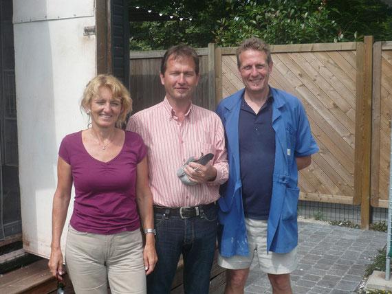 """<Zu Besuch bei Karin und Benny Steveninck 2009, in der Hand der Supervogel """"Chipo"""""""