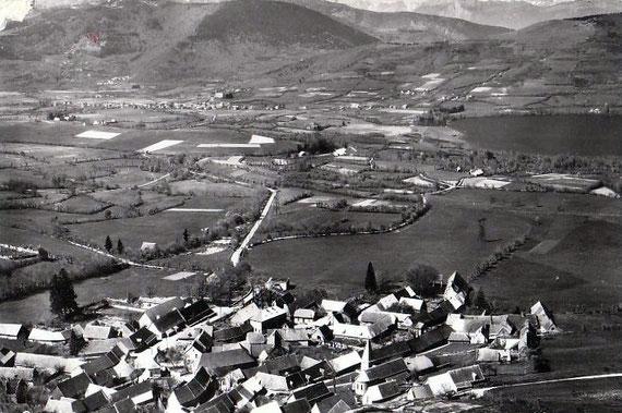 Vue aérienne du village et de ses environs