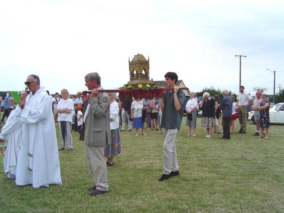 L'arrivée de la procession et des reliques à l'Espace Beau Soulage, en 2003