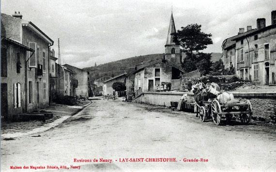 Carte postale ancienne montrant la rue principale, au début du XXe siècle