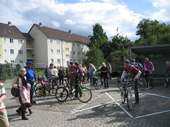 Beim Start zur Fahrradsponsorenrundfahrt für Straßenkinder