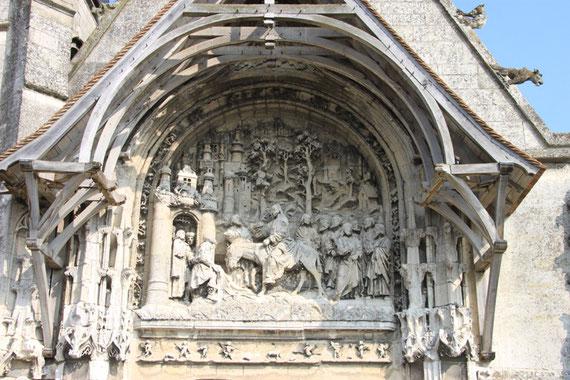 Le tympan de l'église: l'entrée de Jésus à Jérusalem, le jour des Rameaux