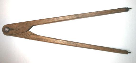 Grand compas en bois, à pointes sèches