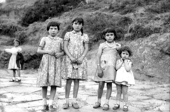 1958-Cruz-Outeiro-nenas-Carlos-Diaz-Gallego-asfotosdocarlos.com