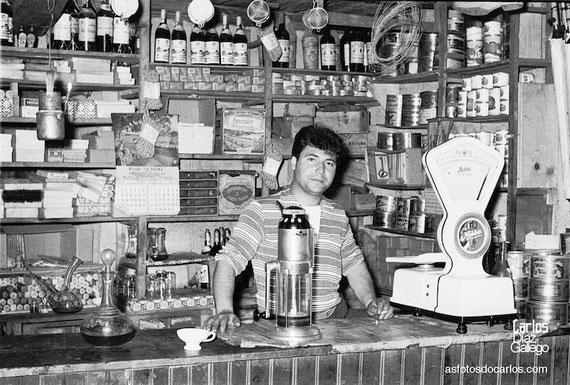 1958-Cruz de Outeiro-tienda-Carlos-Diaz-Gallego-asfotosdocarlos.com
