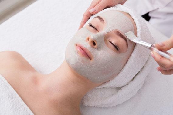 Peeling Behandlung bei Akne und Akne Narben München