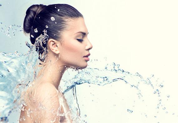 Aqua facial Hydra für einen Sofort Glow und Straffung im Wangenbereich, Hydratisierung und Porenverfeinerung, insgesamt ein frischeres Hautbild