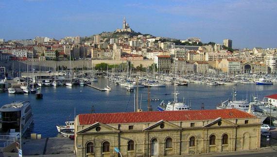 Vieux Port de Marseille - Notre Dame de la Garde : lieu de vie principal