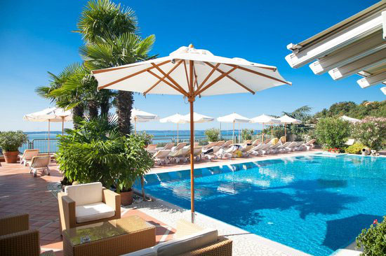 Am Ostufer des Gardasees liegt Panorama Hotel Madrigale, direkt neben dem Golfplatz.