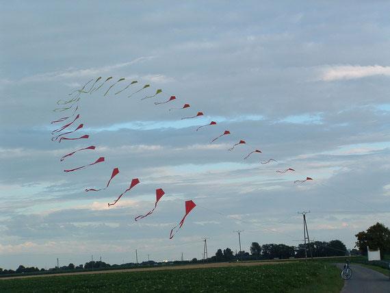 Christians Drachenkette (eigenes Foto)  -  ohne Wind kein Wetter
