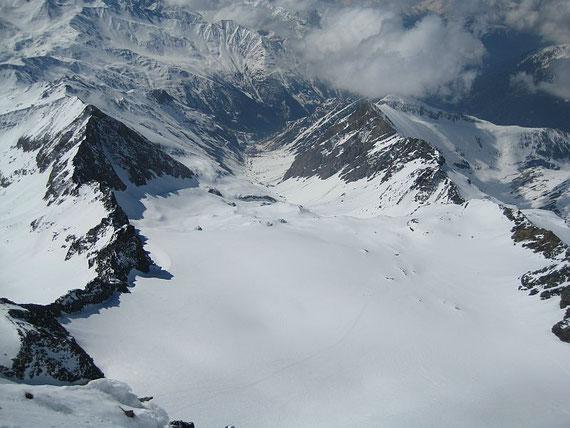 Am Weg hinauf zum Kleinglockner bietet sich dieser herrliche Tiefblick auf die Aufstiegsroute