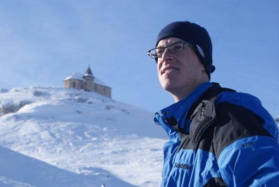 Meine Wenigkeit etwas unerthalb des Gipfels, im Hintergrund die Deutsche Kirche