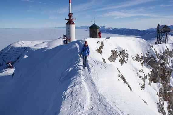 Die letzten Meter über den schmalen Grat zum Gipfelkreuz