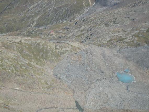 Blick vom Gößnitzkopf hinunter zur Elberfelderhütte, im Vordergrund das Gletschervorfeld des Gößnitzkeeses