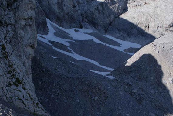 Blick ins Eiskar (6.9.2009), viele Bereiche sind schneebedeckt, der Rest liegt unter einer Schuttschicht