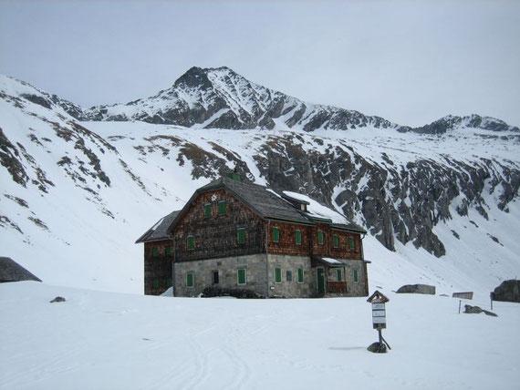 Das Arthur v. Schmid Haus mit dem Säuleck im Hintergrund