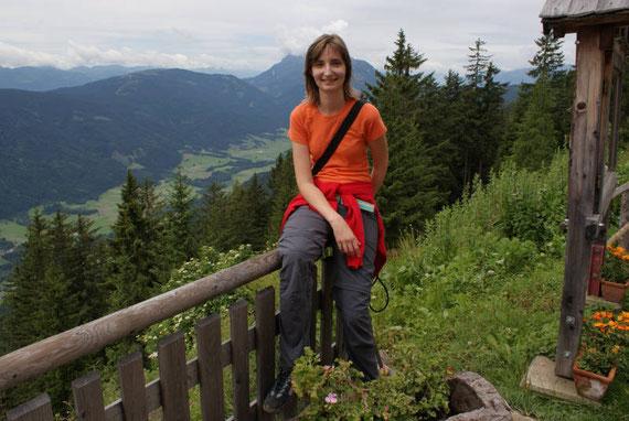 Bei der Kohlröslhütte, im Hintergrund das Gitschtal mit dem Reißkofel