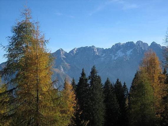 Im Süden erheben sich die Julischen Alpen.