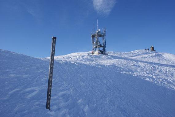 Die meteorologische Station, die Schneehöhe beim Schneepegel beträgt am 2.1.2009 136cm