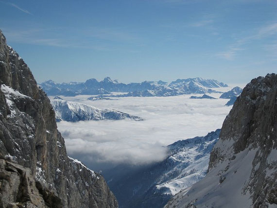 Aussicht nach Südosten in die Julischen Alpen, in der Bild Mitte der Wischberg (2666m) und der Montasch (2753m)