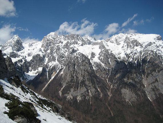 Ein Blick auf die Südseite. Wer auf Bergtouren wartet muss noch etwas Geduld haben!