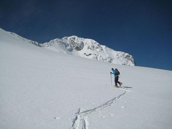 Im Angesicht des Triglav ziehen wir unsere Spur in den jungfräulichen Schnee