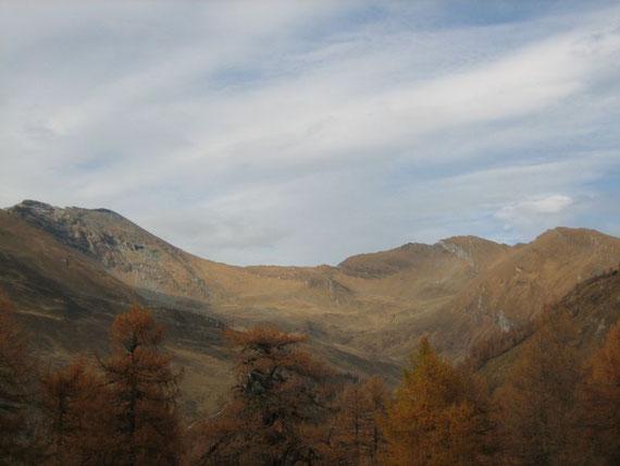 Am langen Rückweg bot sich nochmals ein herrlicher Blick zurück auf Reitereck, Wandspitze und Poisnig (von links)