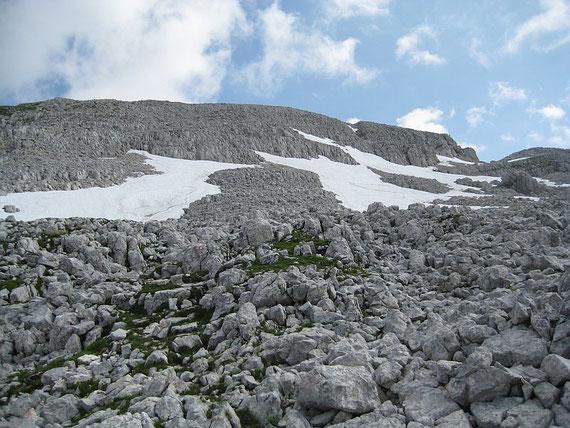 Der schuttdurchsetzte Gipfelhang des Stenar